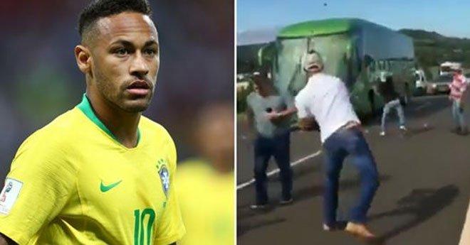 بالفيديو.. البرازيليون يستقبلون منتخبهم بطريقة مهينة بعد الإقصاء من المونديال