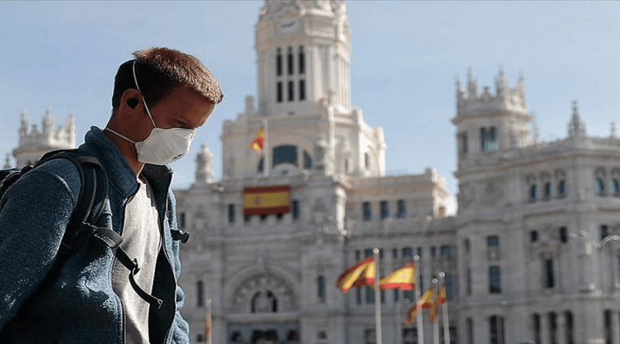 وزير الصحة الإسباني: الكمامة إجبارية حتى يظهر لقاح كورونا