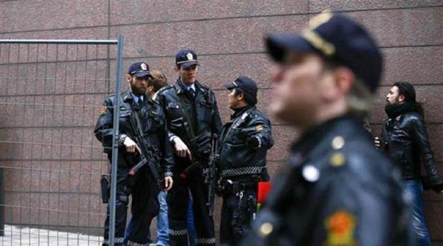 مهاجم يطعن مدرسا و3 عاملين بمدرسة في أوسلو