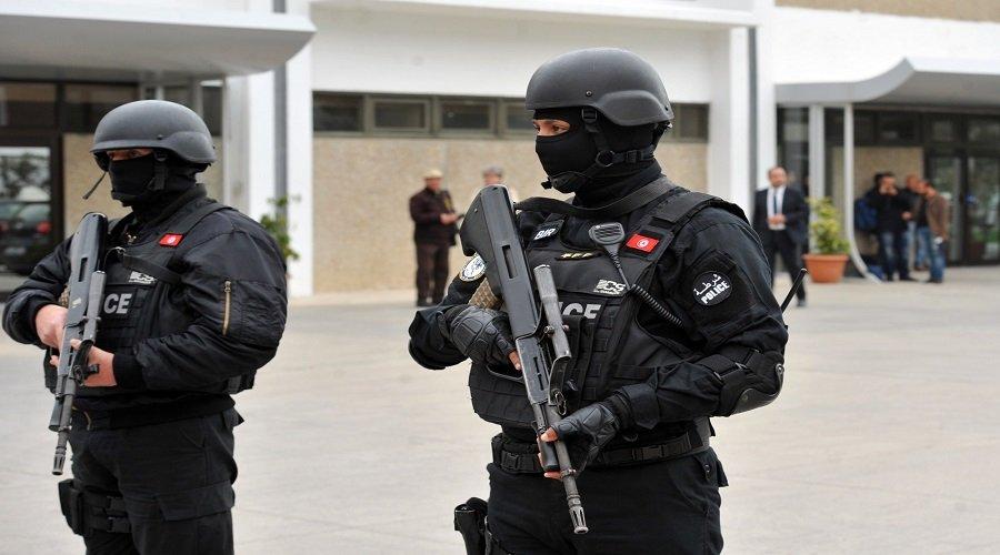 مقتل عنصر أمن و3 مسلحين في هجوم إرهابي بتونس