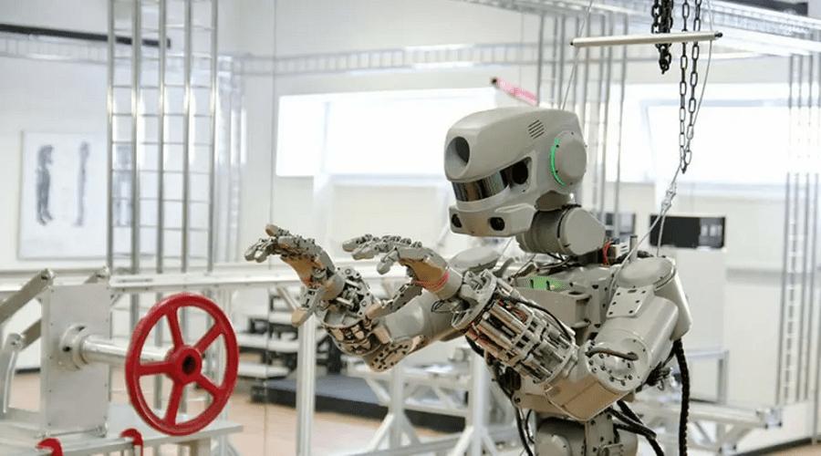 روسيا تطلق روبوت شبيه بالإنسان في الفضاء
