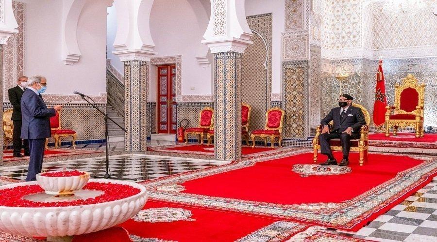 الجواهري يقدم التقرير السنوي لبنك المغرب أمام الملك محمد السادس