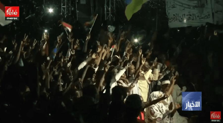 السودان: قادة المحتجين يعلنون عدم الاعتراف بالمجلس العسكري وتصعيد الاحتجاجات