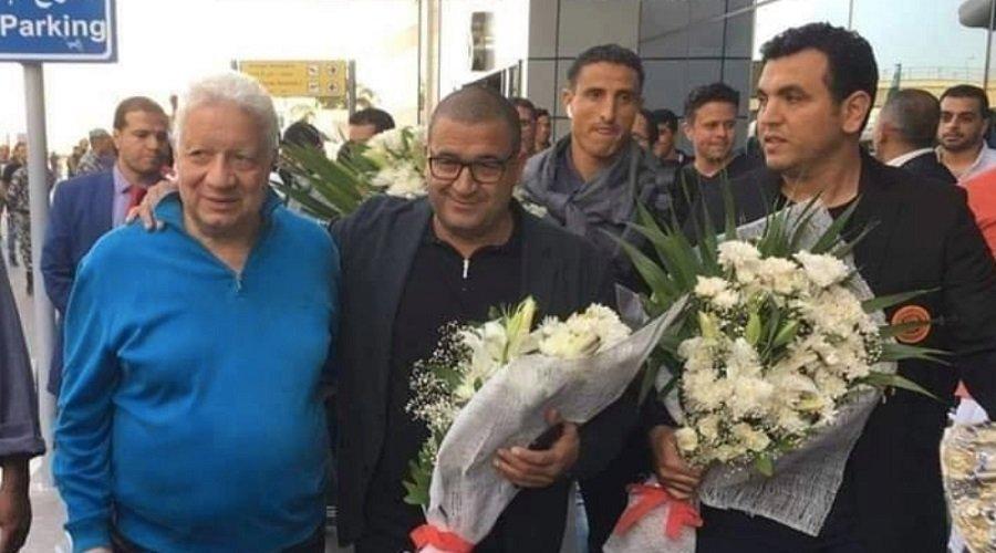 مرتضى منصور يستقبل بعثة نهضة بركان بمطار القاهرة