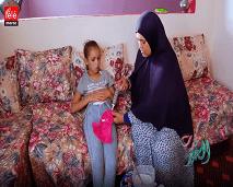 فريق مغرب الخير يوقف التصوير بمنزل طفلة تأكل من بطنها عن طريق الحقن