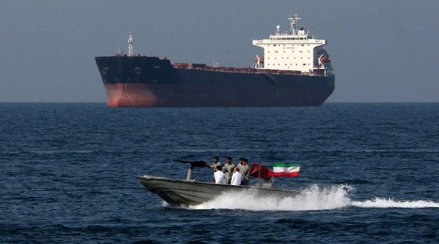 """إيران تحتجز ناقلة نفط بريطانية ولندن تطالب سفنها بتجنب مضيق """"هرمز"""""""