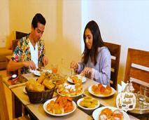تعرفوا على مهارات فيصل عزيزي في الطبخ مع برنامج سطار شاف