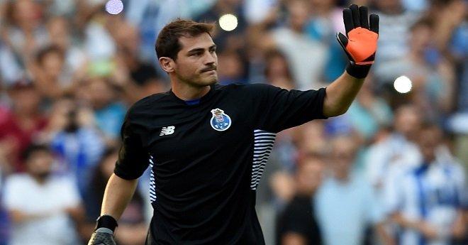 حارس مرمى نادي بورتو البرتغالي إيكر كاسياس يفكر في إنهاء مسيرته الكروية