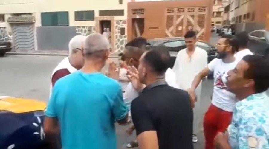 """شباب يطردون مترشحي """"البيجيدي"""" بالبيضاء ويصفونهم ب""""المرايقية"""""""
