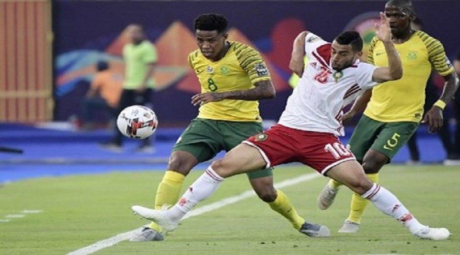 انتهاء الشوط الأول من مباراة الأسود ضد جنوب إفريقيا بالتعادل السلبي