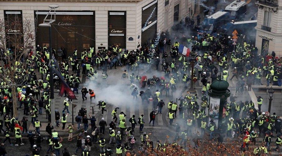 """اشتباكات بين الشرطة الفرنسية ومحتجي """"السترات الصفراء"""" واعتقال العشرات"""