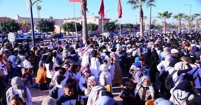 بالصور.. تلاميذ يحتجون ضد توقيت العثماني