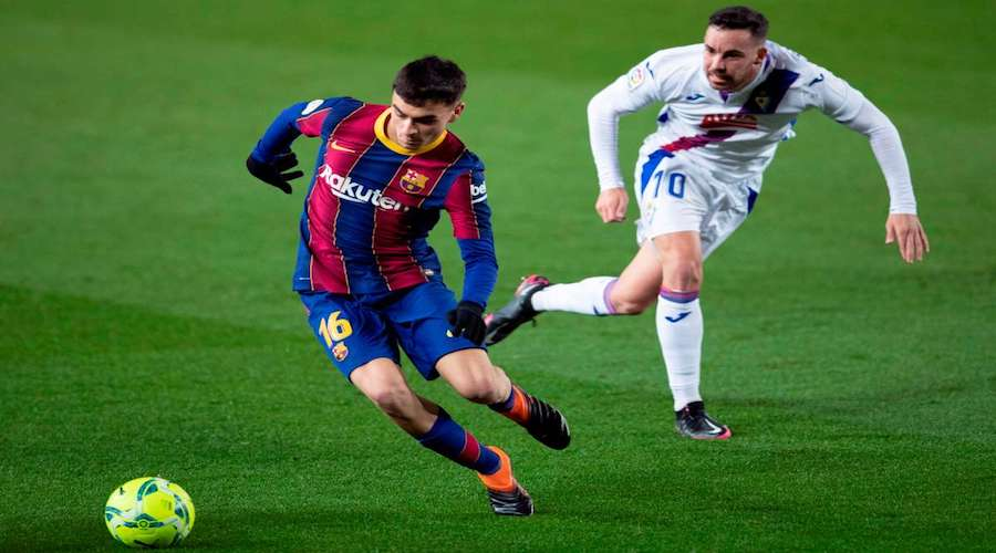 إصابة بيدري تربك فريق برشلونة و حسابات كومان