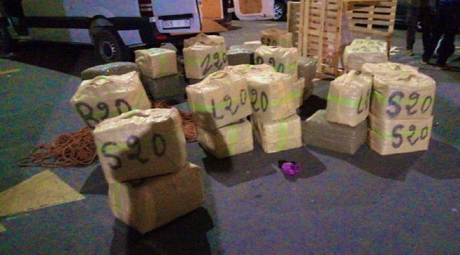 الدار البيضاء .. حجز 13 طن من مخدر الشيرا