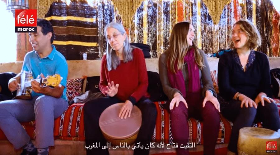 أمريكيون من سانتاكروز يغنون بالأمازيغية في سوس