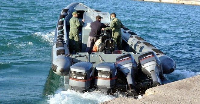 البحرية الملكية تطلق النار على قارب للمهاجرين وتصيب شخصا