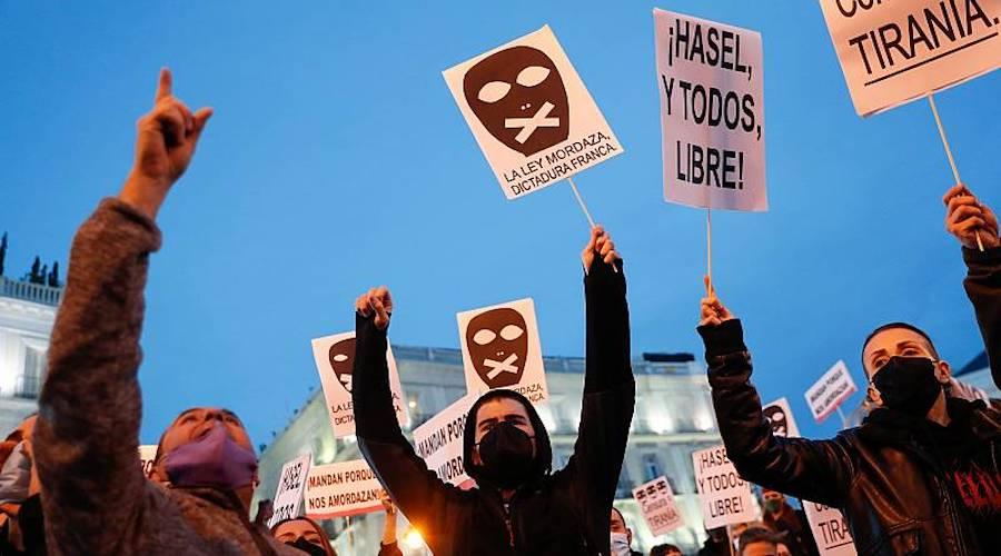 لليوم الرابع..مظاهرات عنيفة في إسبانيا احتجاجاً على سجن مغنّي راب
