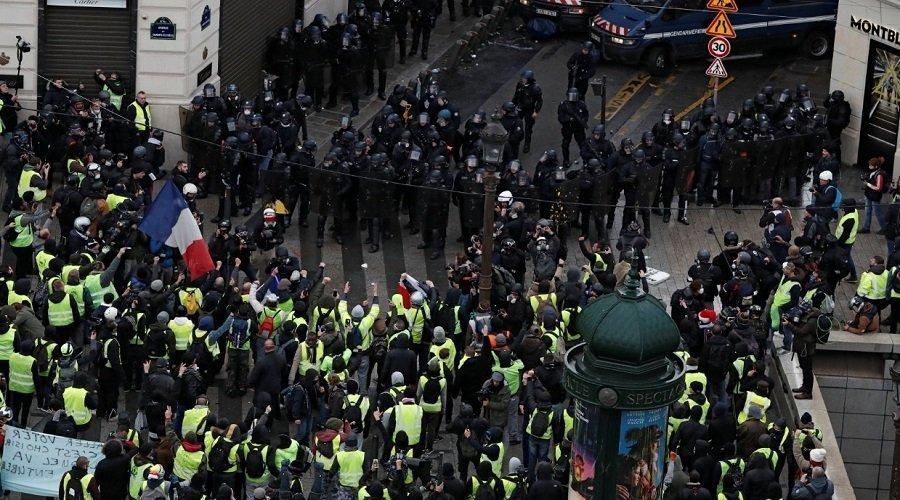 السترات الصفراء يواصلون الاحتجاج بباريس للسبت التاسع