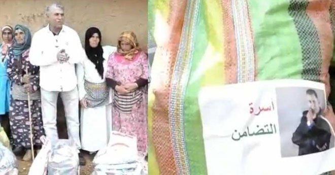 الستاتي يثير الجدل بتوزيعه مساعدات على فقراء داخل أكياس تحمل صوره