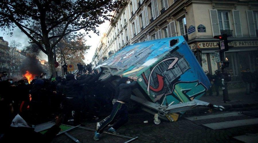 اعتقال 142 شخصا من المتظاهرين ضد قانون الأمن الشامل بفرنسا