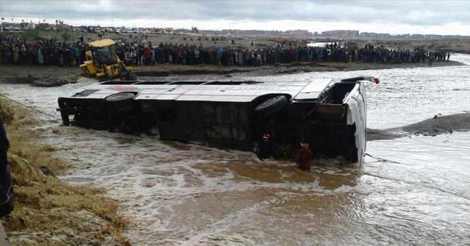 مأساة.. السيول تجرف حافلة على متنها 56 مسافرا نواحي مراكش