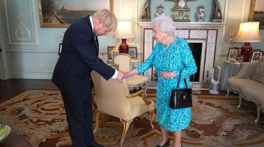 """ملكة بريطانيا تصدر قرارها النهائي بخصوص """"تأجيل بريكست"""""""