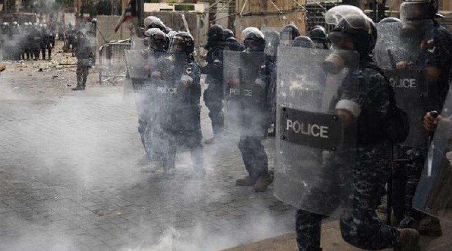 مظاهرات حاشدة بمحيط البرلمان اللبناني والأمن يطلق قنابل الغاز