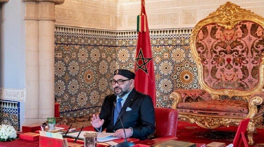 الملك ينبه إلى التأخير الحاصل في إنجاز مشاريع الطاقات المتجددة