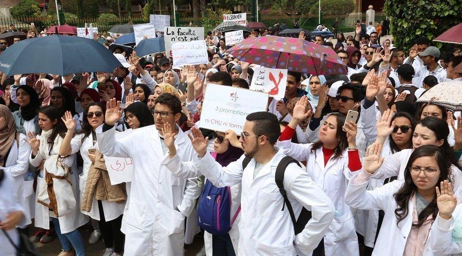 """""""البيجيدي"""" يطبق سياسة """"كُوي وبخ"""" في قضية طلبة الطب"""
