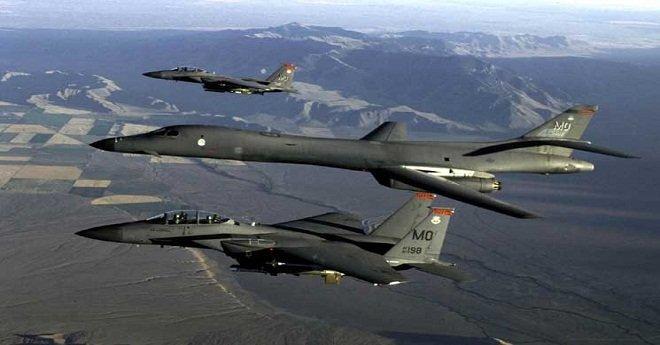 قاذفة أمريكية تحلق فوق شبه الجزيرة الكورية خلال تدريبات عسكرية