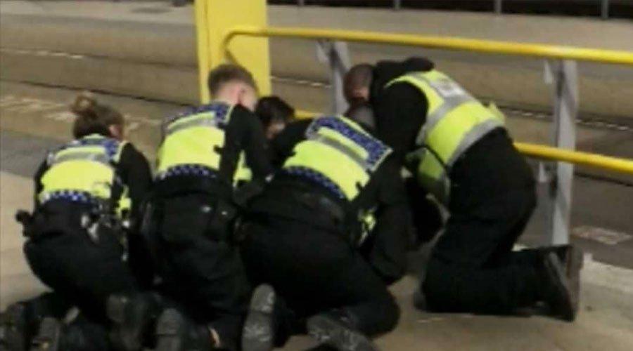 بريطانيا.. الشرطة تحتجز شابا في حادث الطعن في مانشستر