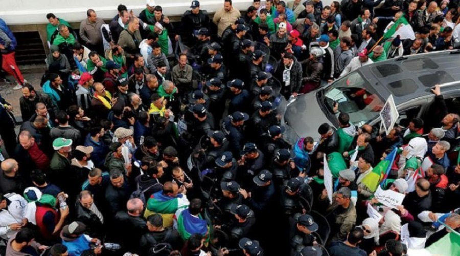 الجزائر.. النيابة العامة تمنع متهمين بالفساد من مغادرة البلاد