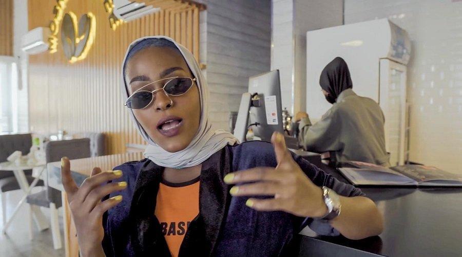 إيقاف بنت مكة بسبب الإثارة والإساءة للتقاليد