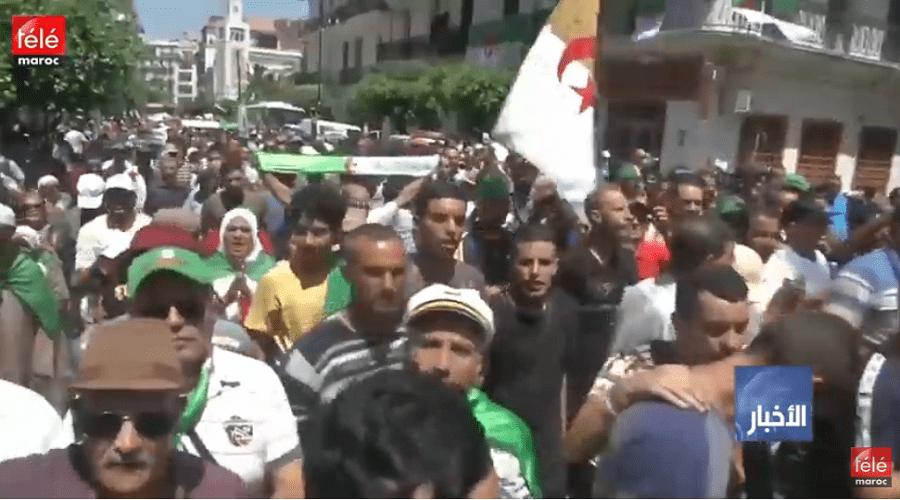 الجزائريون يواصلون التظاهر للجمعة 21 على التوالي مطالبين بتنحي جميع رموز نظام بوتفليقة