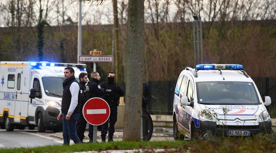 مصرع شخص في عملية طعن قرب باريس والشرطة تقتل منفذ الهجوم