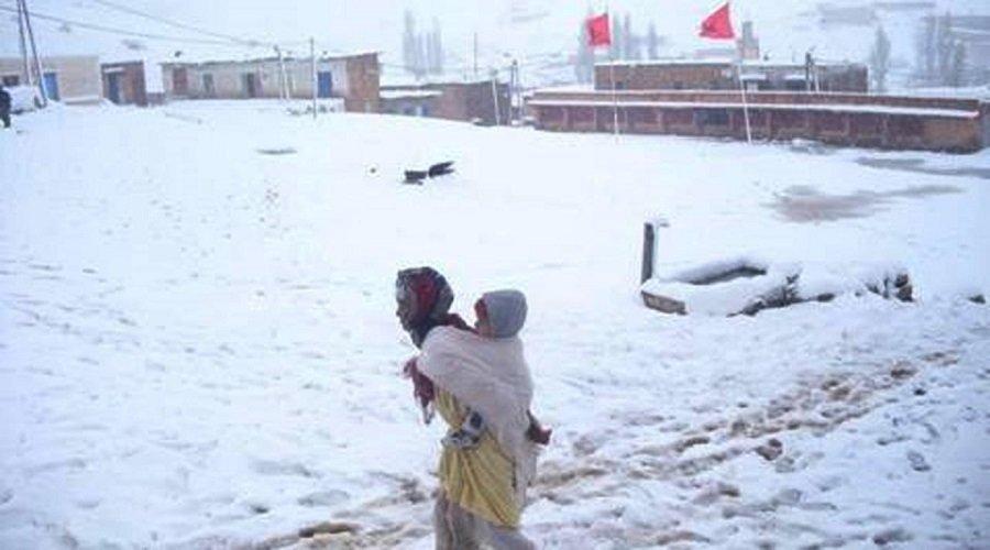 الثلوج تُدخل مناطق مهمشة بالمغرب في عزلة شبه تامة