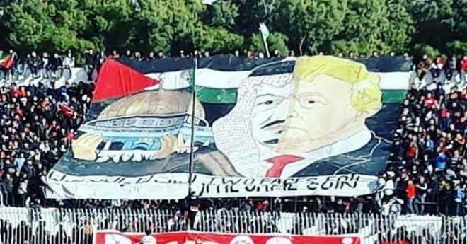 """الجزائر تعتذر للسعودية عن """"التيفو"""" المسيء للملك سلمان"""