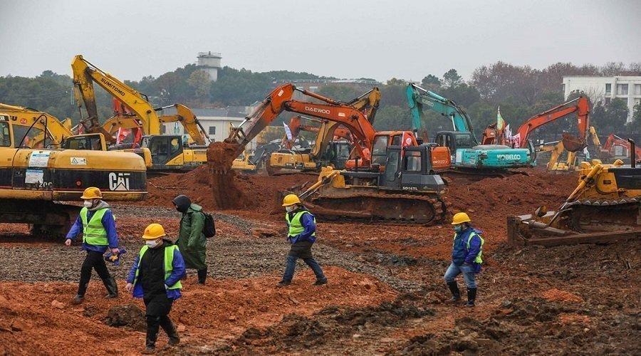 الصين تسابق الزمن لبناء 4 مستشفيات في 10 أيام