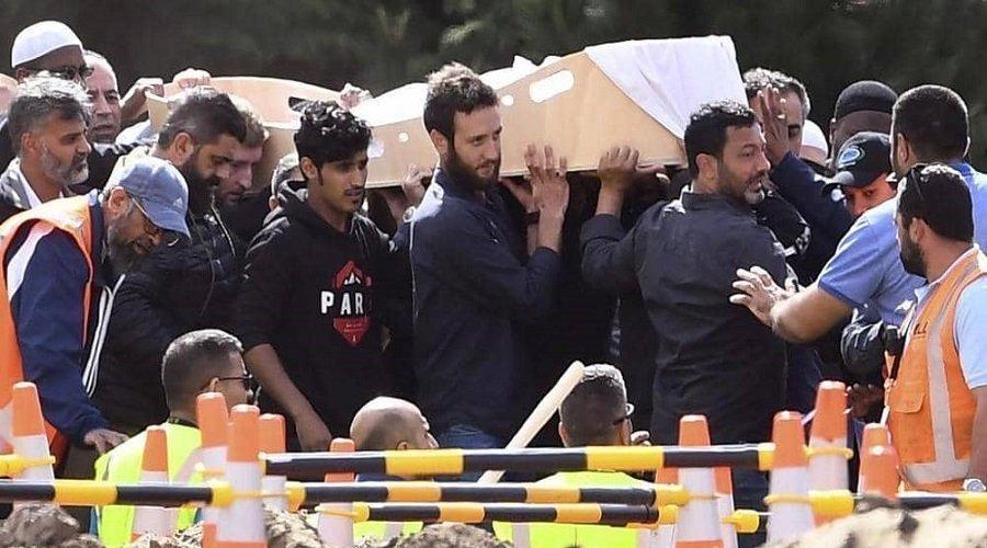 """بدء دفن ضحايا """"مجزرة المسجدين"""" في نيوزيلندا"""
