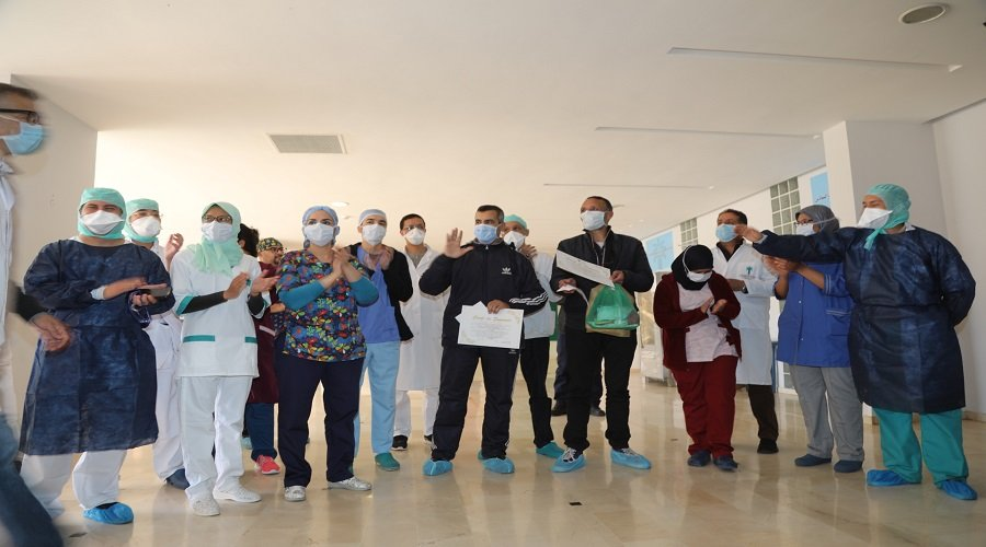بالصور.. شفاء شابين من فيروس كورنا بمستشفى الرازي بمراكش