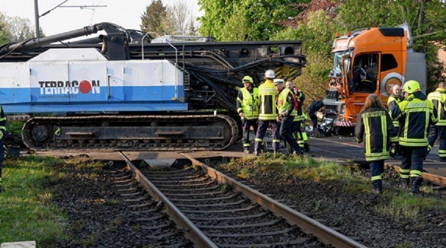 جرحا في حادث اصطدام قطار بشاحنة شمال ألمانيا