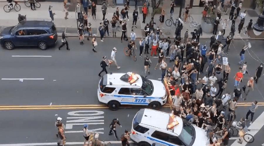 بالفيديو.. اتهامات للشرطة الأمريكية بدهس متظاهرين