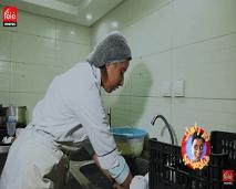 """دير راسك بلاصتي يدخلكم عالم """"عاملة النظافة في المقاهي """""""