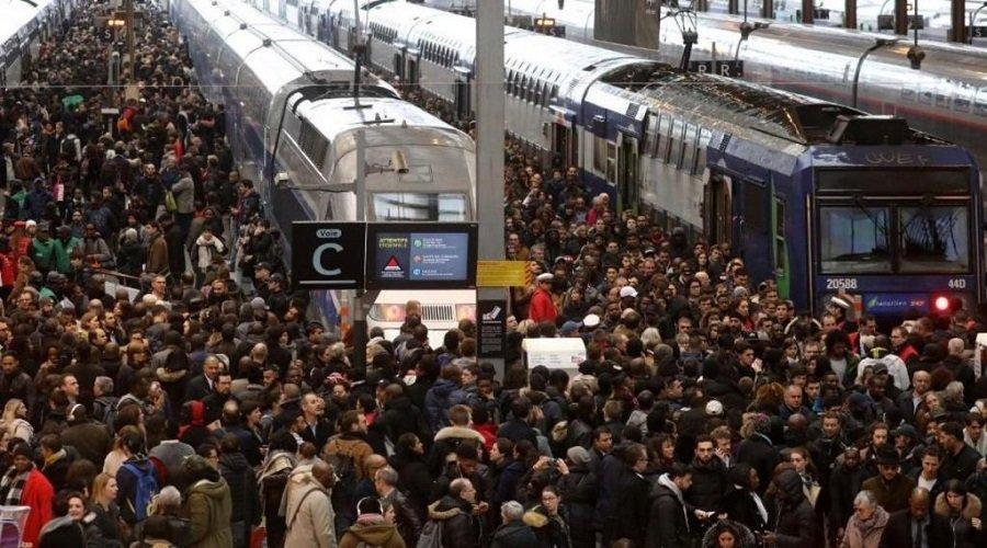 إضراب عام يشل فرنسا