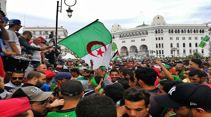 السلطات الجزائرية تعتقل متظاهرين قبيل احتجاجات الجمعة الـ14