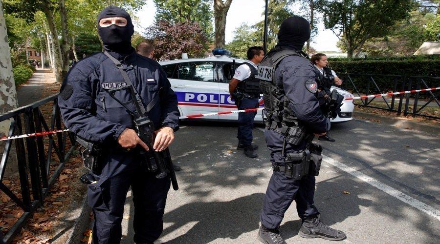 إطلاق النار على شرطيين فرنسيين وسرقة أسلحتهما بباريس