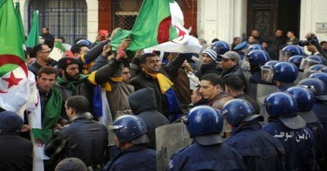 اتساع نطاق الاحتجاجات بالجزائر والسلطة تلتجئ للعنف