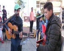 فنانو الشارع بالبيضاء يكشفون جانبا من حياتهم الخاصة
