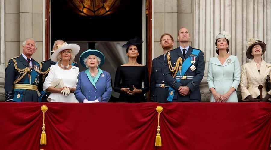 اجتماع أزمة بالقصر بسبب الأمير هاري وزوجته ميغان