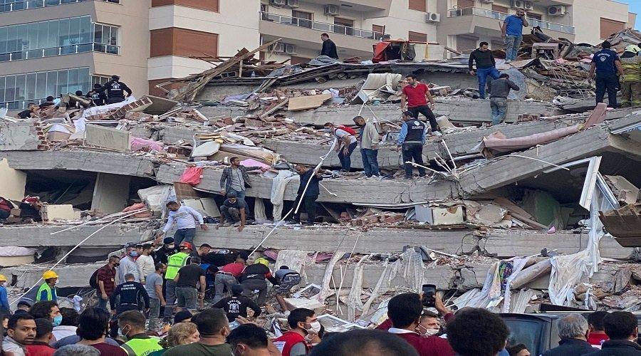 ارتفاع حصيلة ضحايا زلزال إزمير بتركيا إلى 51 قتيلا و896 مصاب